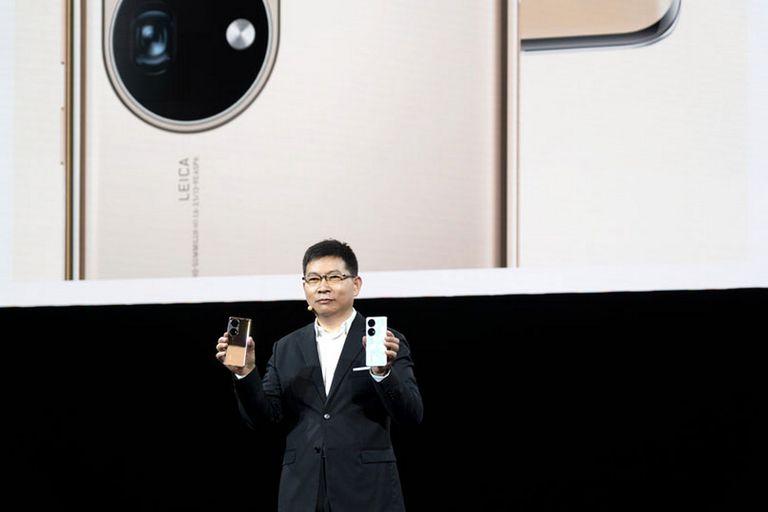 Richard Yu, director ejecutivo de Consumo en Huawei, presenta los modelos P50 y P50 Pro