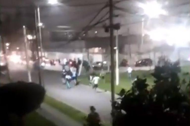 Un cruce entre barras de Racing e Independiente en Avellaneda terminó con un herido de bala