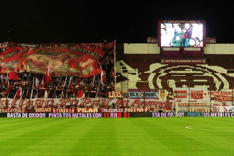 Los hinchas de Independiente en el estadio de Lanús, hace algunos días