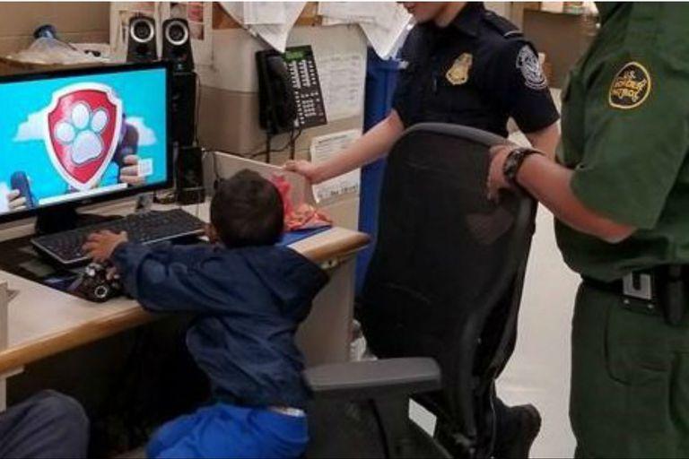 El niño vio algunos episodios de Paw Patrol en las oficinas de la CBP