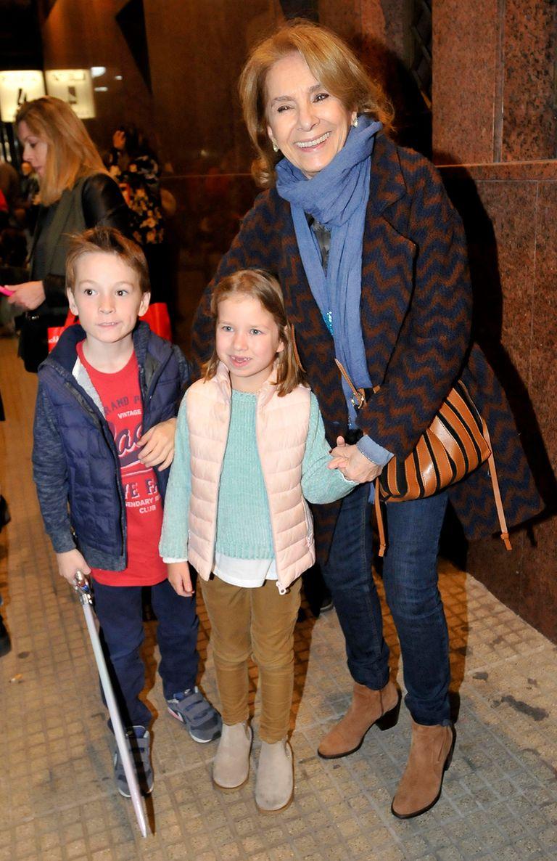 Selva Aleman llegó al Luna Park junto a sus dos nietos