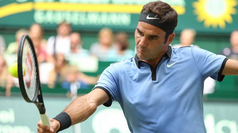 Federer avanza en el césped de Halle