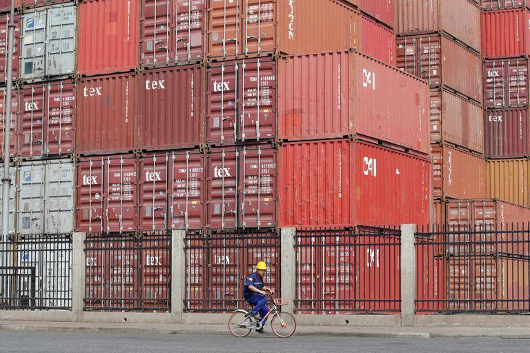 Las exportaciones chinas sufrieron un fuerte retroceso el mes pasado