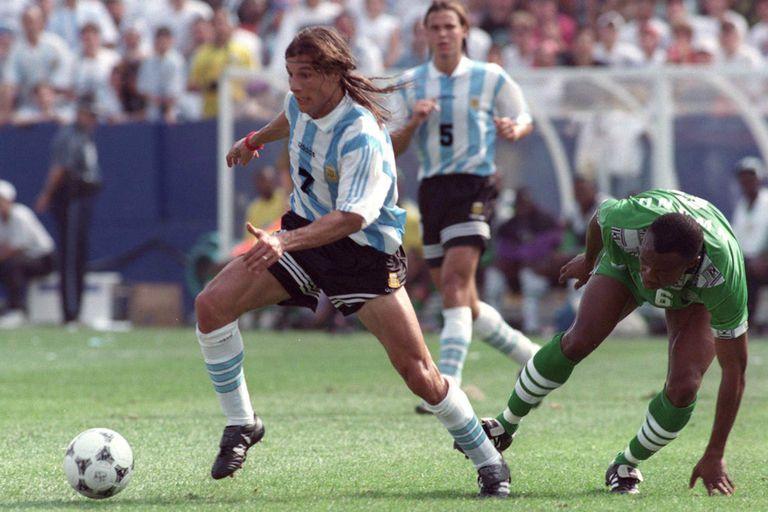 Caniggia maniobra contra Nigeria, en el Mundial de Estados Unidos 94