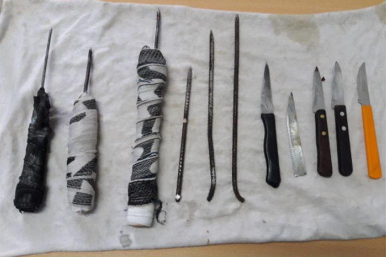 En la Unidad 30 de Alvear, internos entregan sus facas a cambio de un libro en el marco de la pandemia