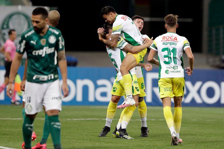 Matías Rodríguez festeja su gol durante el partido de Copa Libertadores 2021 que disputaron Defensa y Justicia y Palmeiras.