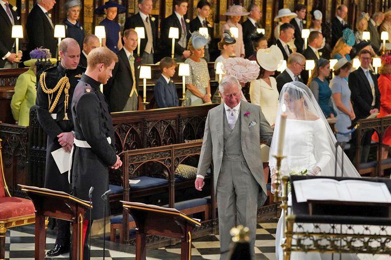 El príncipe Carlos fue el encargado de acompañar a la novia hasta el altar