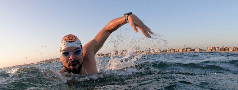 Matías Ola, el nadador que une los océanos del mundo y enfrenta a los tiburones
