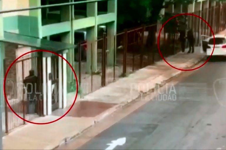 El momento de la detención de los estafadores en Saavedra