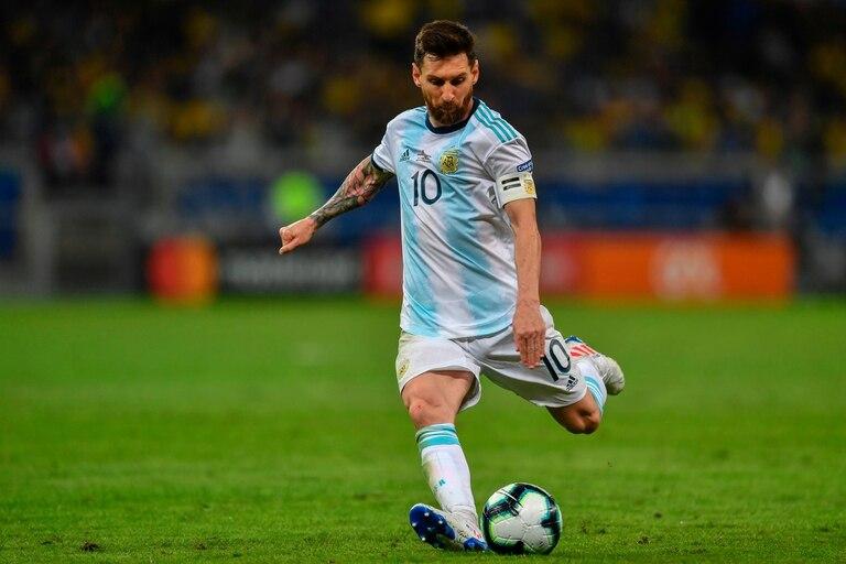Lionel Messi vistiendo la 10 de la selección nacional.