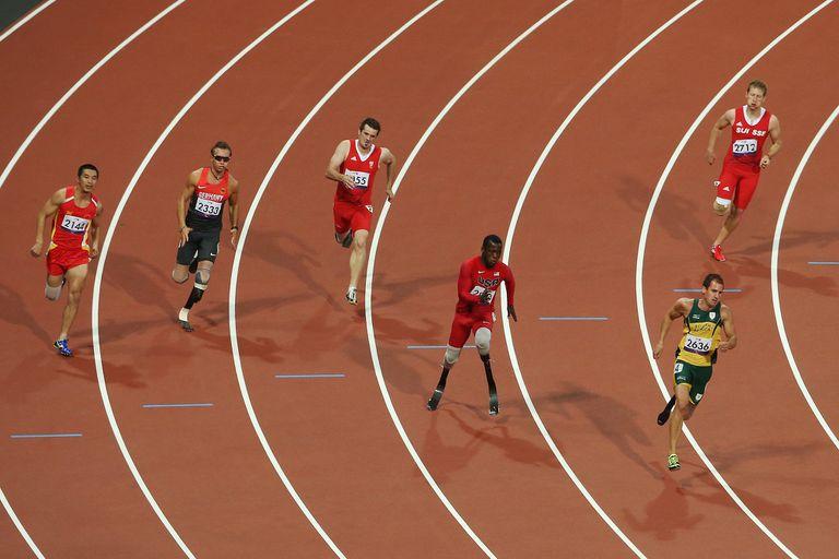 Blake Leeper durante los 200m - T44 en los Paralímpicos de Londres de 2021