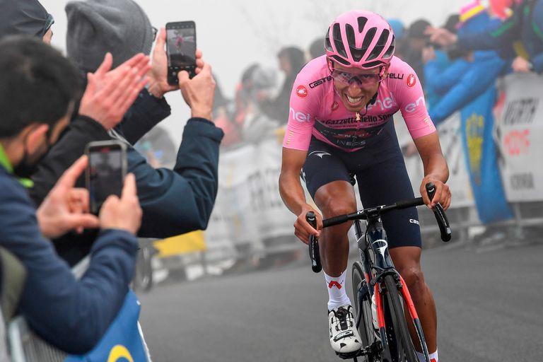 """""""Il patrono"""": el colombiano Bernal enloquece a los italianos en el Giro"""