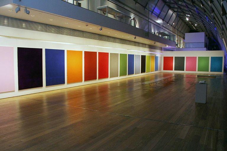Los monocromos de Cambre dialogan con la última obra de Duchamp