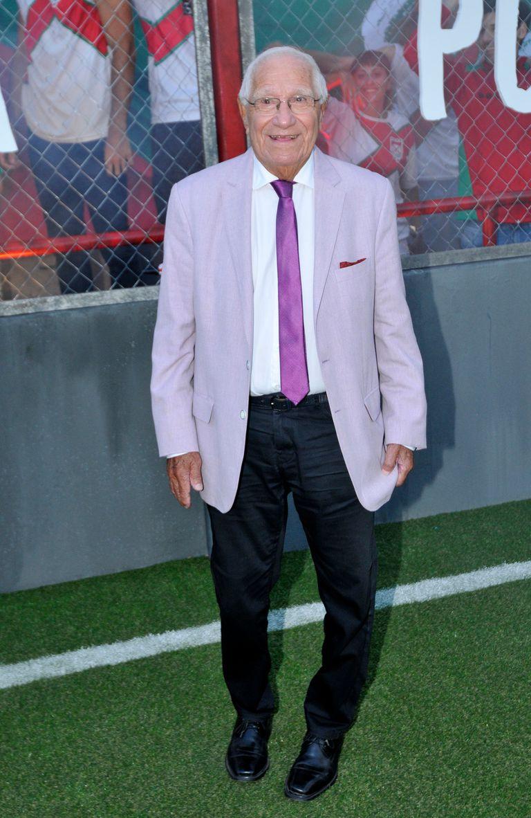 El reconocido periodista deportivo Enrique Macaya Marquez estuvo en la premiere de la serie que aborda el mundo de las barras bravas del fútbol