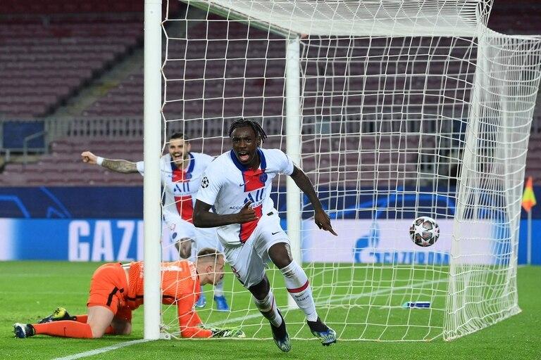 Moise Kean, de cabeza, marcó el tercero para PSG