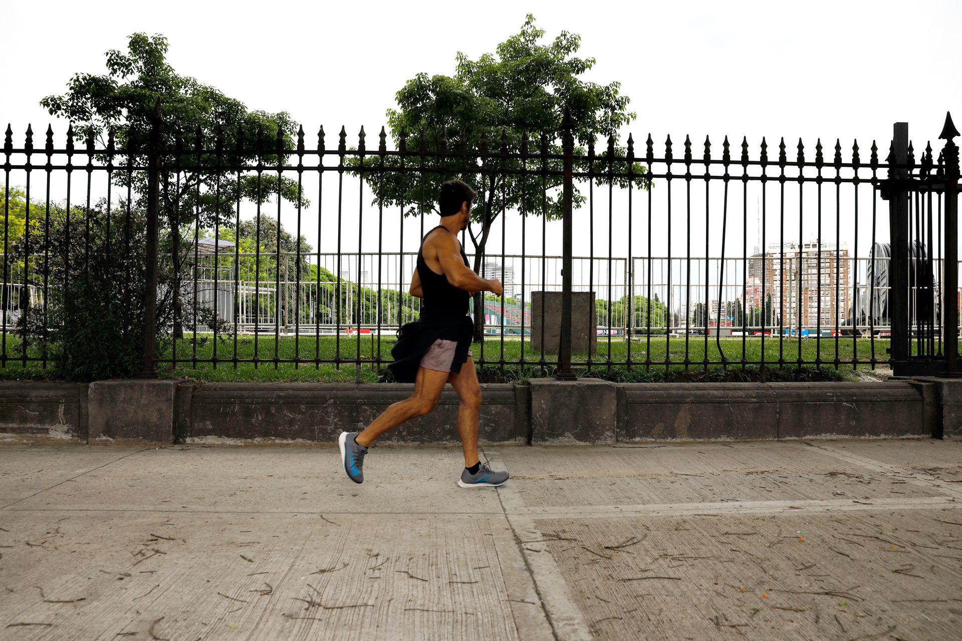 Las rejas y los muros sobre Avenida Del Libertador serán removidos para crear un espacio público de 2000 metros cuadrados