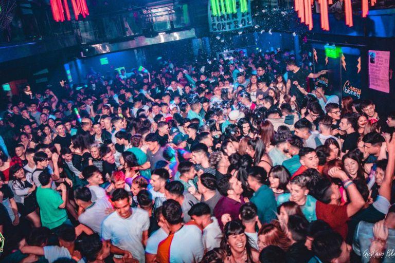 Sin cierre: Los boliches están devolviendo la plata de las fiestas de egresados