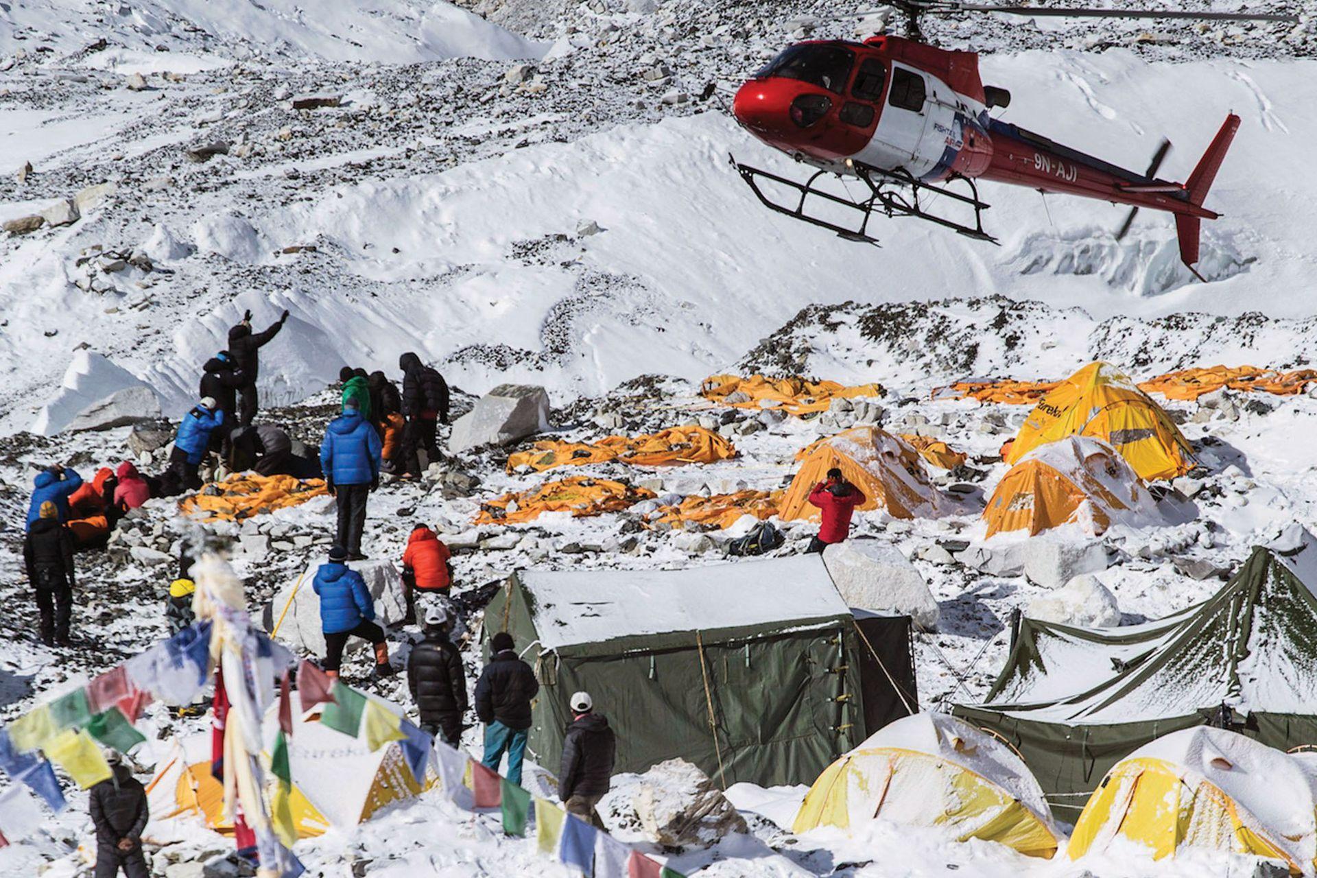 """Los habitantes del Himalaya habían encontrado su propia manera de llamar al Everest. Le dieron nombre de mujer: Chomolungma, que significa """"Madre del Universo""""."""