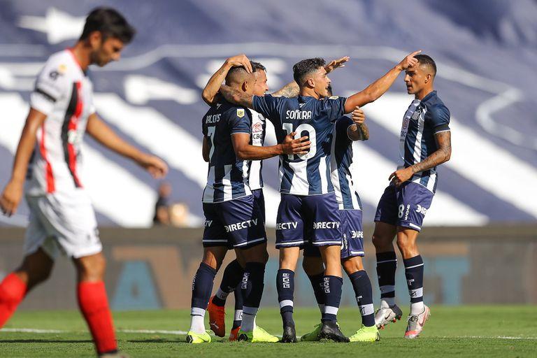 El festejo de gol de Talleres frente a Patronato.