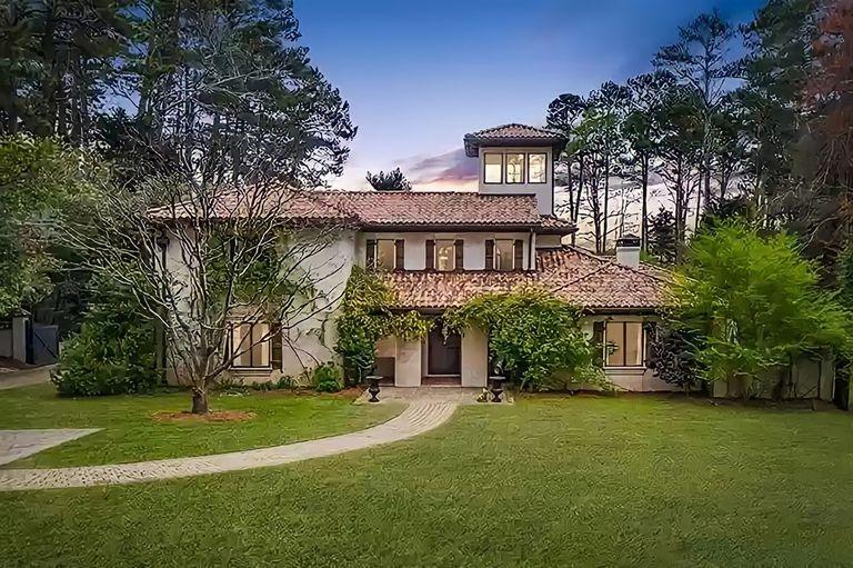 La casa de la familia LaRusso en las primeras temporada de la serie Cobra Kai se podrá alquilar por Airbnb