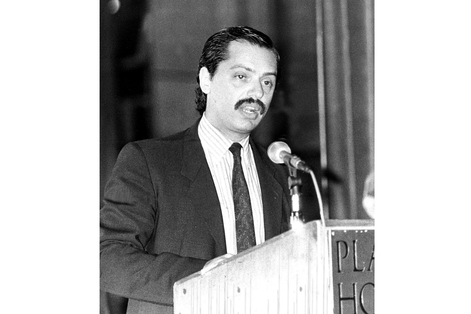El 10 de octubre de 1990 en un acto público