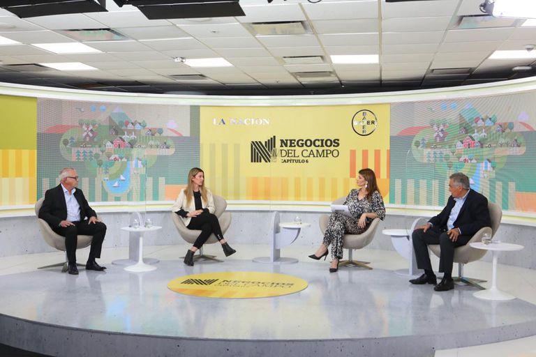 Emir Cesaroni (Banco de la Provincia de Buenos Aires), Verónica Tiberi (YPF Agro), la periodista Eleonora Cole y Ricardo Yapur (Rizobacter)