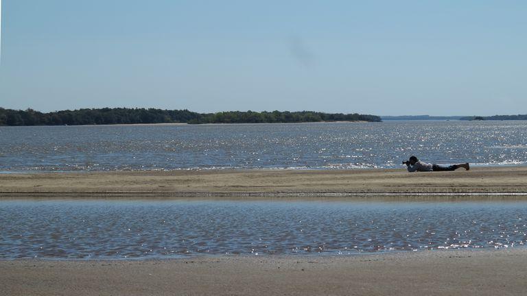 Bancos de arena en el río Uruguay, frente a Colón, tan aptos para la contemplación como para los chapuzones