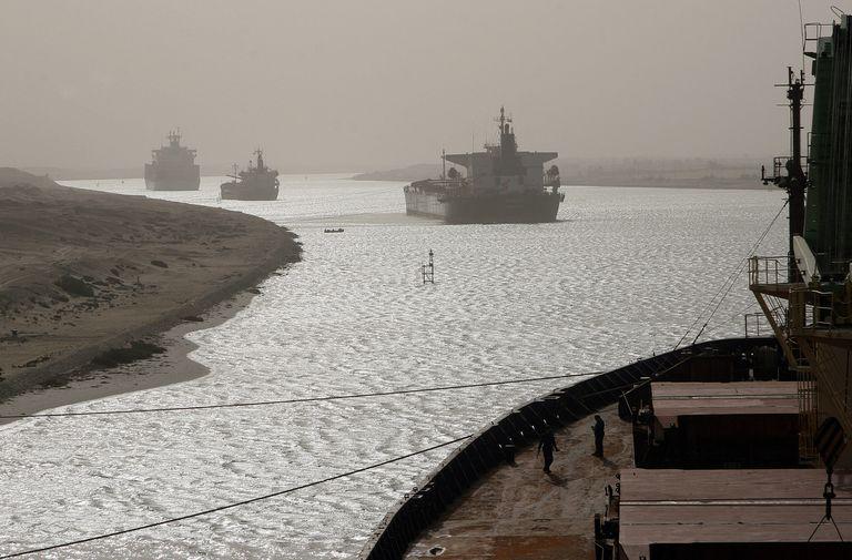 El Canal de Suez, paso clave para el comercio global