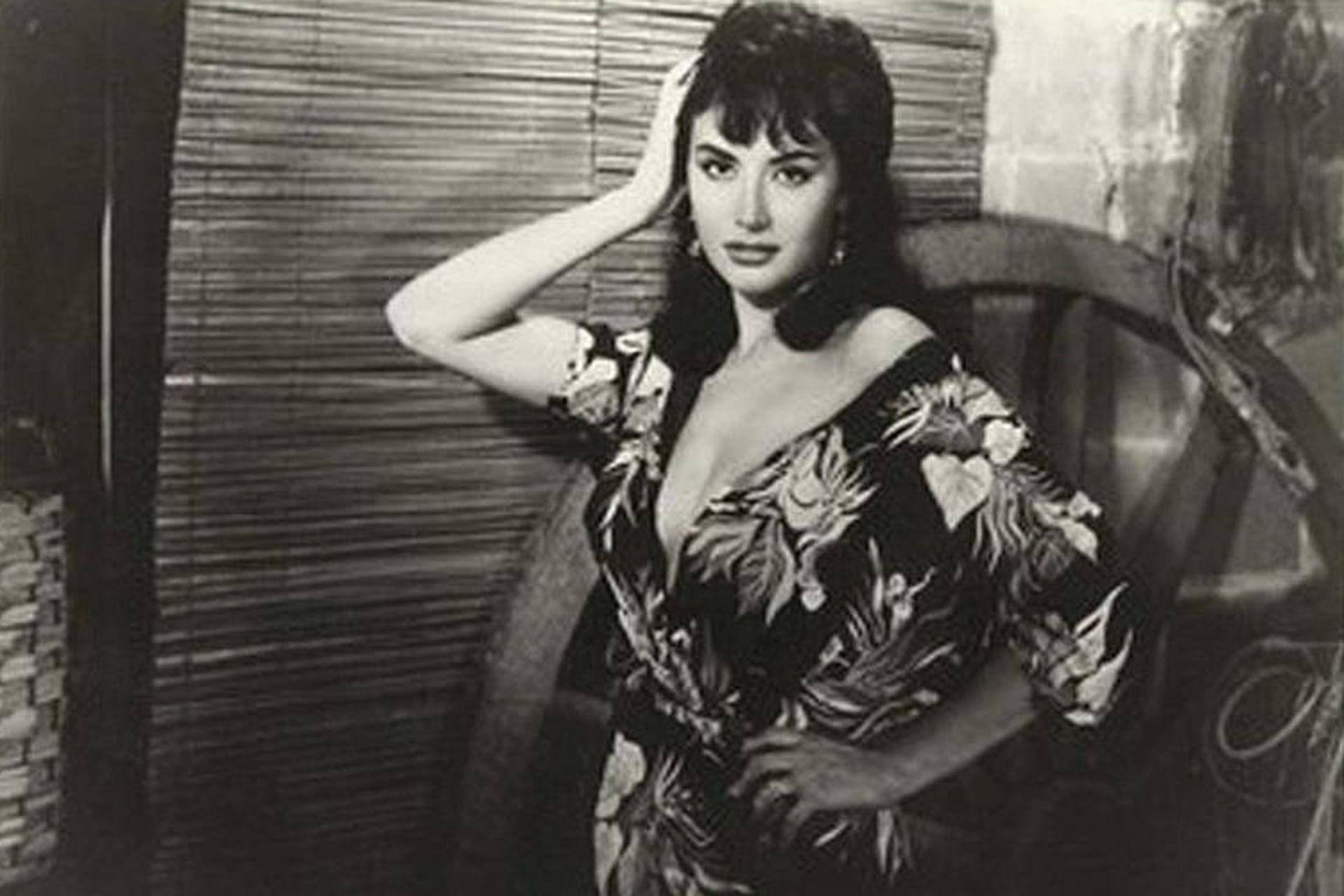 Hilda Isabel Gorrindo -la Coca Sarli- nació en Concordia un 9 de julio. Debutó en cine a los 21 años.