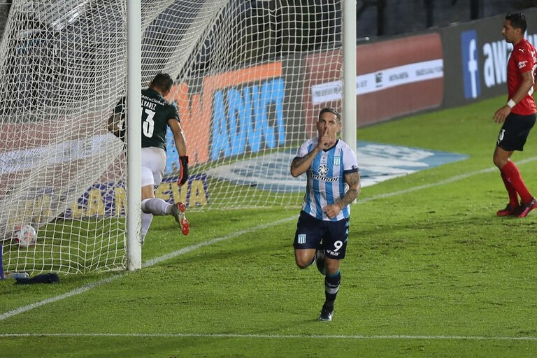Copetti ya anotó el gol: Racing le ganó a Independiente con un final polémico.