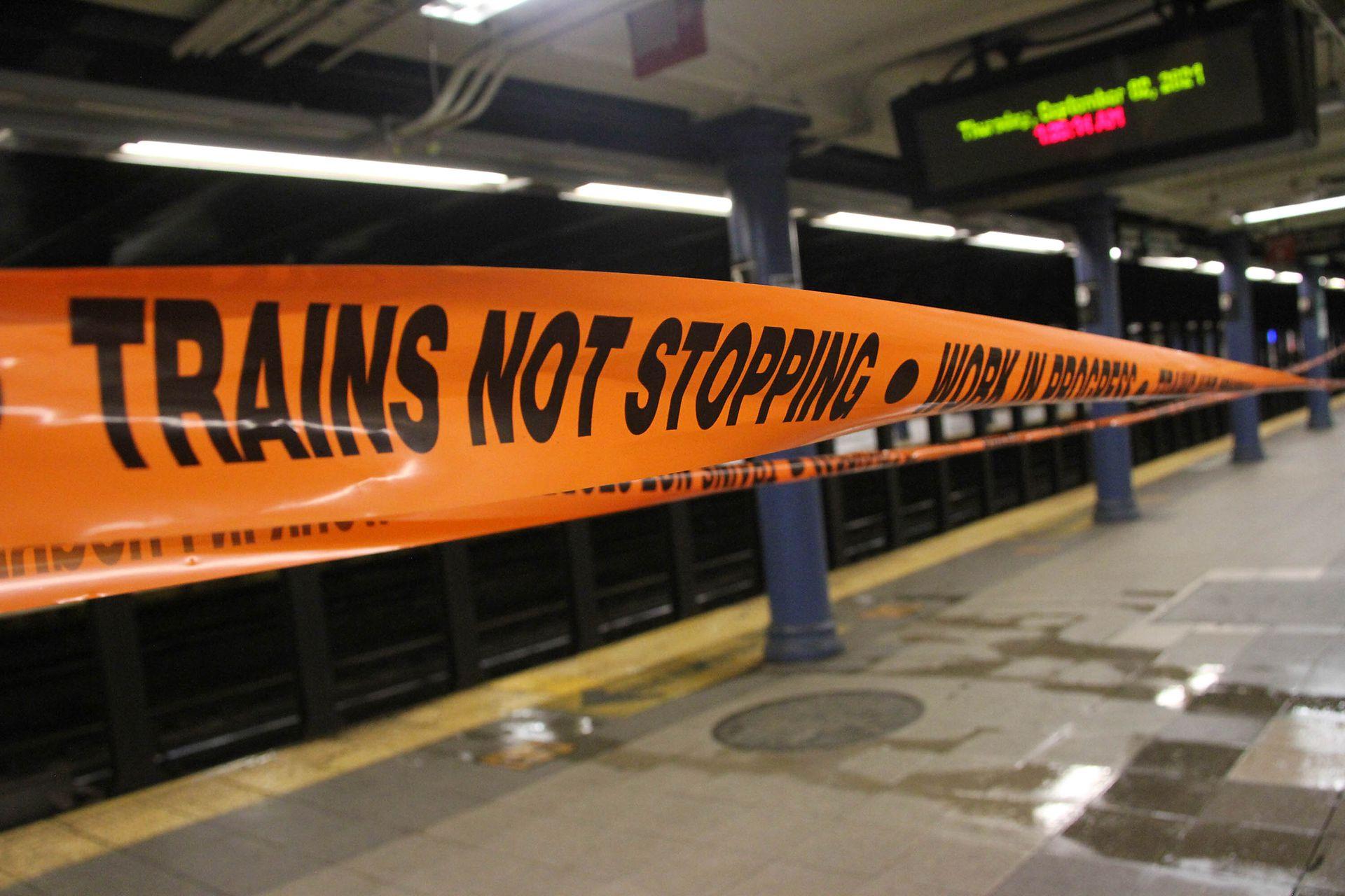 Las estaciones de subte debieros ser clausuradas debido a la cantidad de agua en las vías
