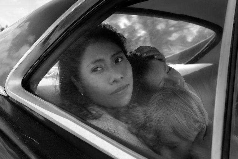 Sin experiencia como actriz, Yalitza Aparicio compone a Cleo, el corazón palpitan de la película de Cuarón