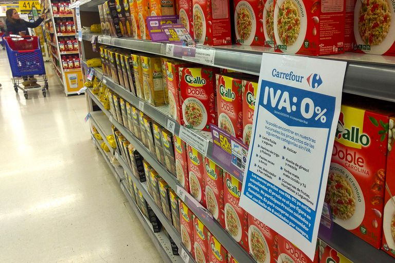 La quita del IVA a alimentos generó una baja de precios de casi un punto