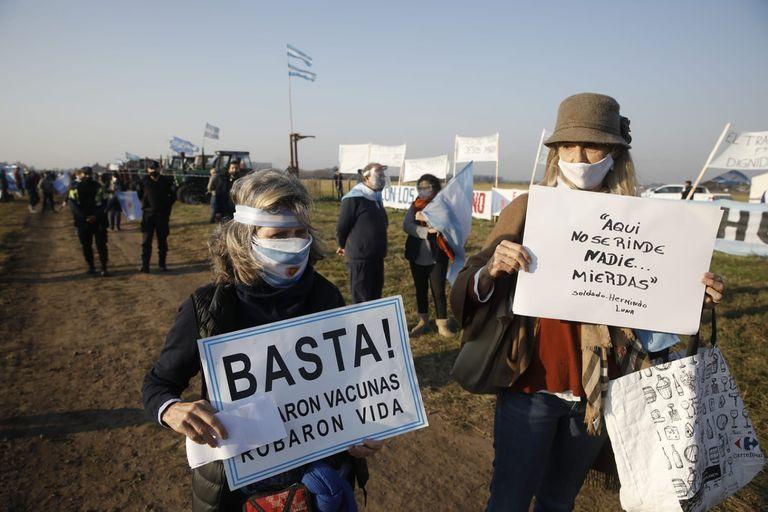 Los productores junto a otros sectores de la sociedad reclaman contra medidas restrictivas que tomó el Gobierno