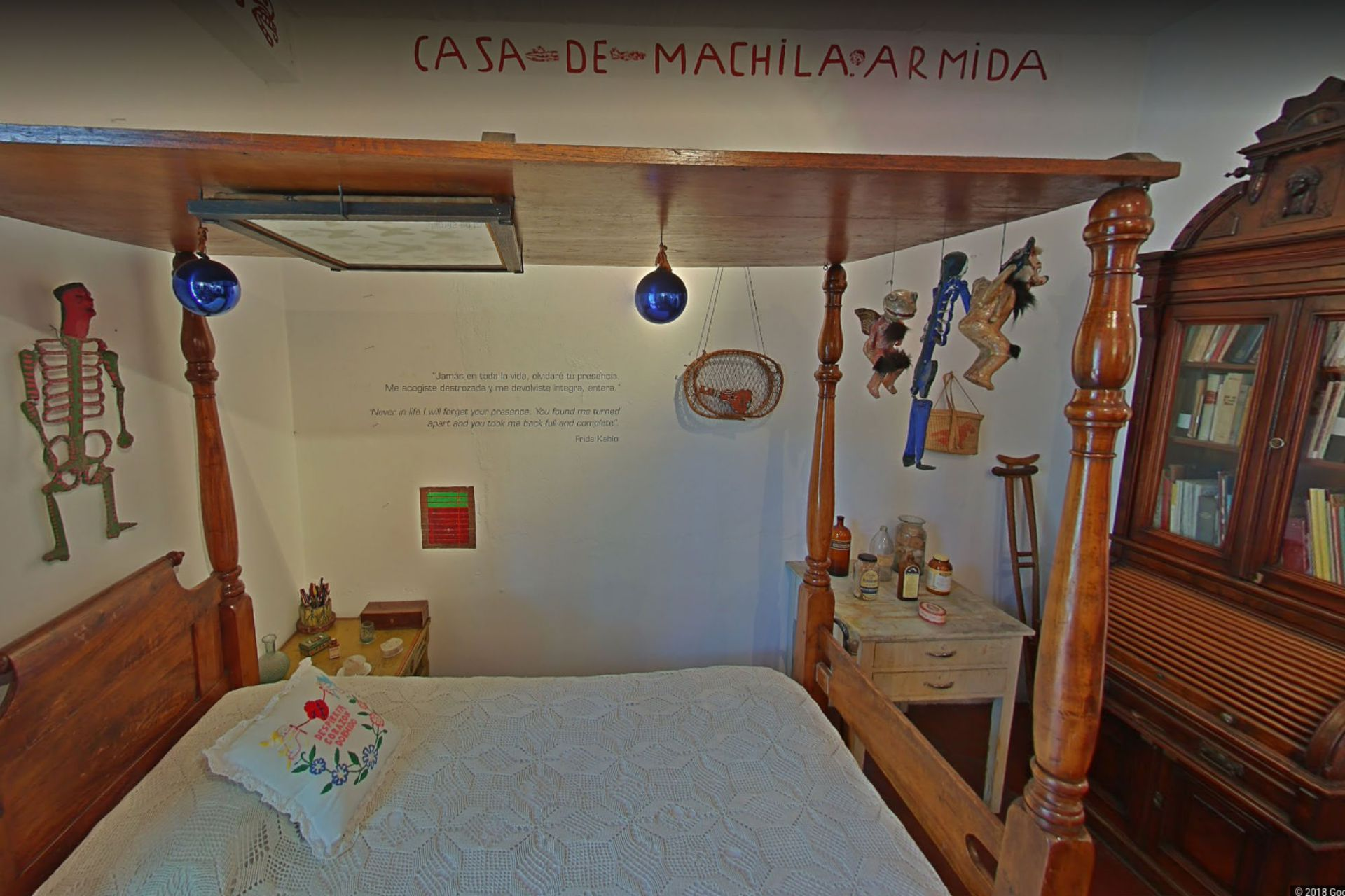 La cama con espejo donde Frida pintaba, en la Casa Azul