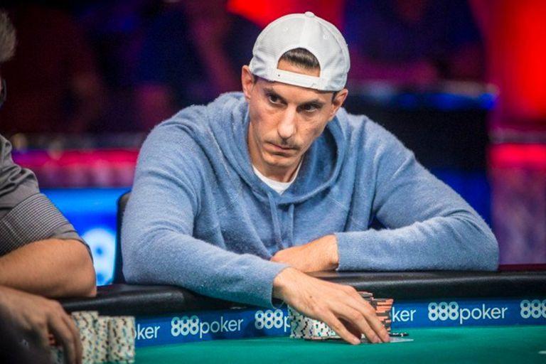 Haralabos Voulgaris, en su época de jugador del circuito profesional de póker