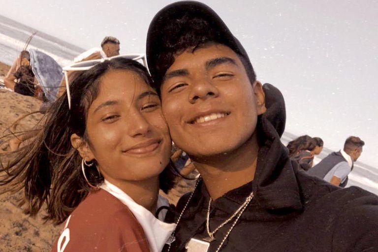 Fernando Báez Sosa, junto a su novia Julieta