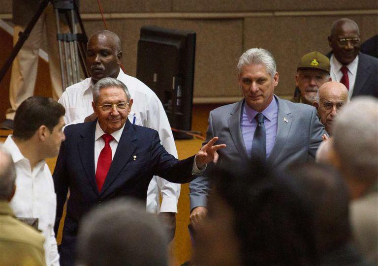 Con más continuidad que cambios, Raúl Castro dejó su lugar a Díaz-Canel