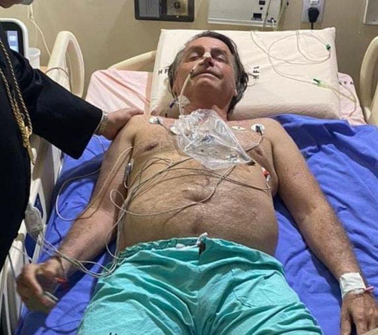 Bolsonaro publicó en Facebook una foto durante su internación en Brasilia