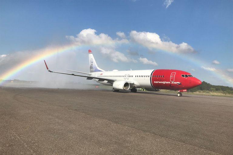 Si no se logra destrabar la autorización pendiente para ingresar aviones propios a Aeroparque, el faltante podría afectar el itinerario de entre 800 y 1000 pasajeros por día.