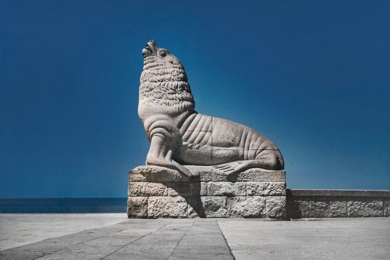 El Lobo Marino, en la rambla de Mar del Plata, recientemente declarado Monumento Histórico Nacional