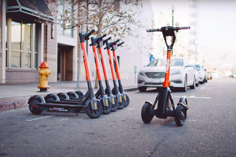 A control remoto: crean un sistema de parking para scooters en las ciudades