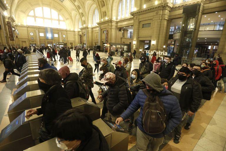 Para viajar en tren se necesita de un permiso de circulación y de una reserva