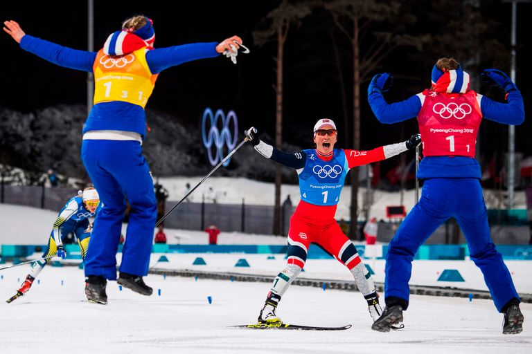 Björgen festeja su última medalla y su récord