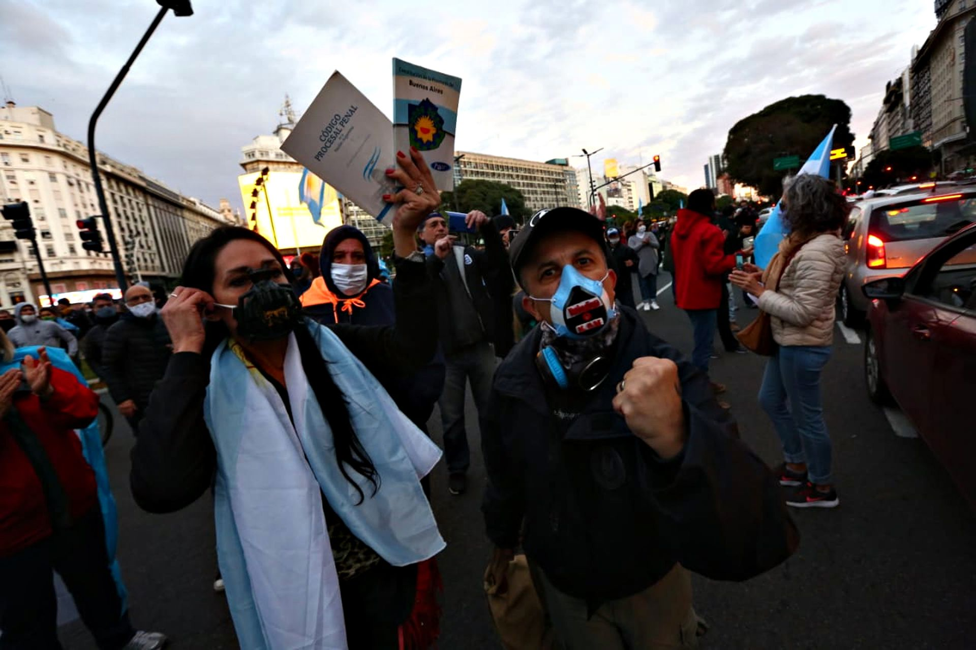 En el Obelisco las protestas continuaron hasta el anochecer