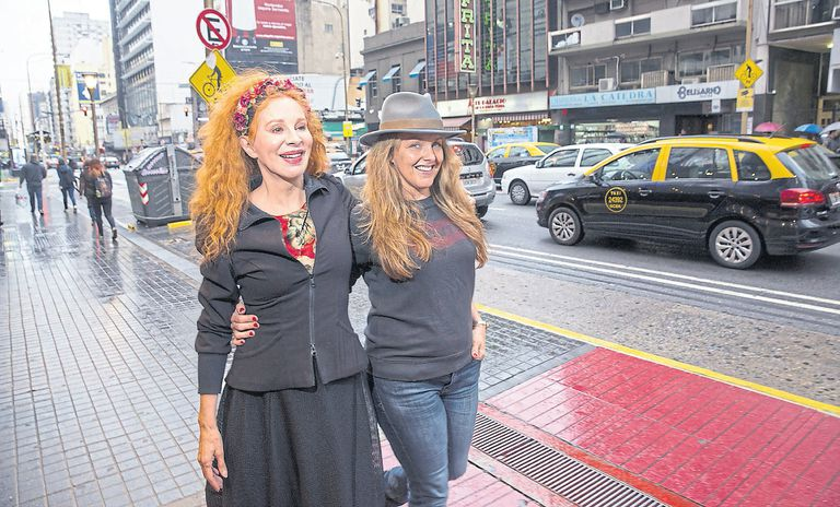 Anteayer, de paseo por la calle Corrientes