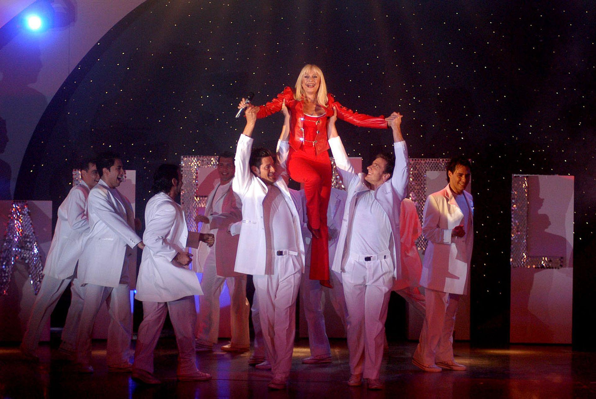 Raffaella Carrà despuntaba su vocación de bailarina en su show emitido por la RAI