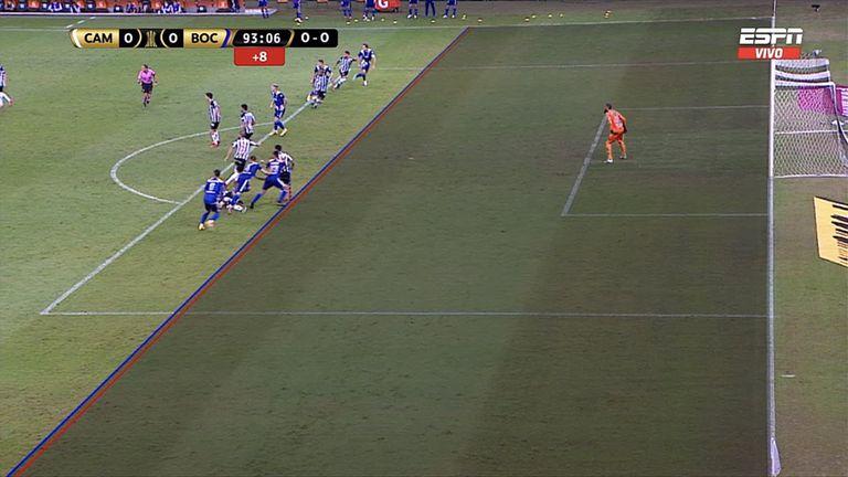 La jugada de la polémica: ¿estaba adelantado el jugador de Boca en la acción previa al gol anulado?