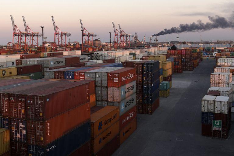 Los importadores aseguran que no se liberan los productos para ser retirados una vez que llegan a la Argentina