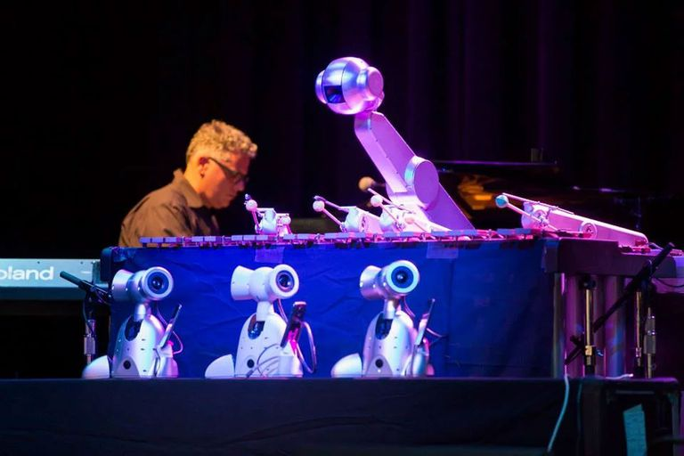 El robot cantante de ocho brazos y otras máquinas capaces de hacer música